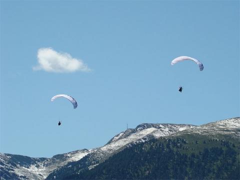 Quellwolke über der Kammlinie: Thermikanzeige - (Wetter, Paragliding, gleitschirm)