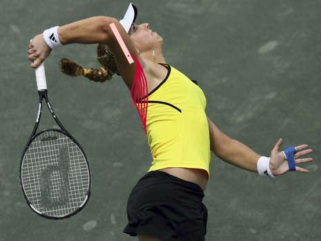 Bild 1: Latissimus (rot) beim Aufschlag (verändert nach Internetrecherche) - (Tennis, Klimmzüge, Bankdrücken)