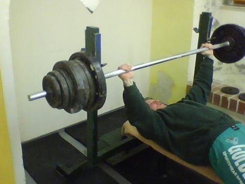 - (Krafttraining, Fitnessstudio)