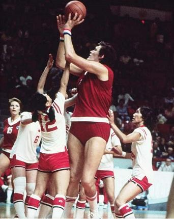 Olympia 1976: hilflose Japanerinnen gegen 2,18m Riesin - (Basketball, Basketballer, Basketballspieler Größe)
