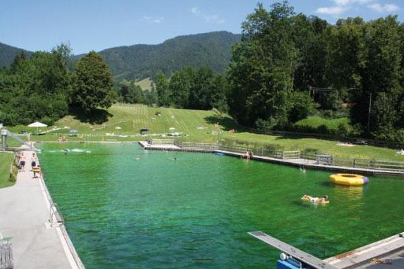 Beispiel: Naturfreibad Lenggries (Nähe München) - (Schwimmtraining, Chlor, Chlorallergie)