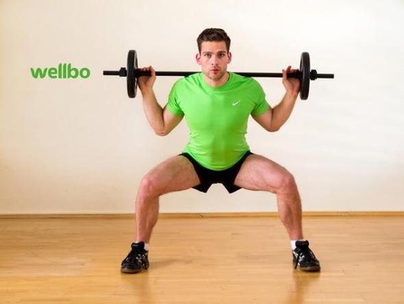 Breite Kniebeuge mit der Langhantel I wellbo Gym - (Übungen, Übungen körperteile)