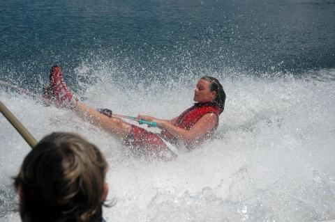Barfuß-Wasserski bei Barefoot Etc - 1. Schritt Tiefwasserstart - (Wasserski, Barfuß-Wasserski, barfuß Wasserski Start)