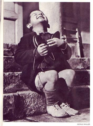 Waisenkind bekommt neue Schuhe - (Turnen, Longboard)