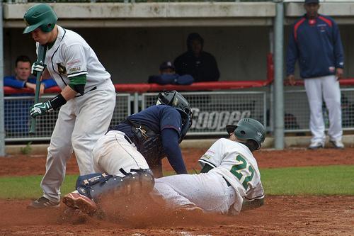 Immer viel Action bei den Baseball Spielen der Mainz Athletics. - (Handschuhe, Baseball)