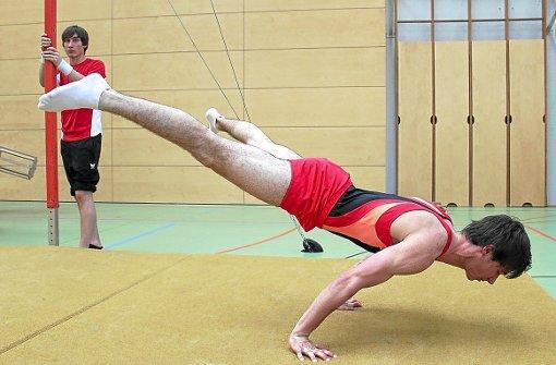 Bild 3: freie Stützwaage - (Übungen, Turnen, Körperspannung)