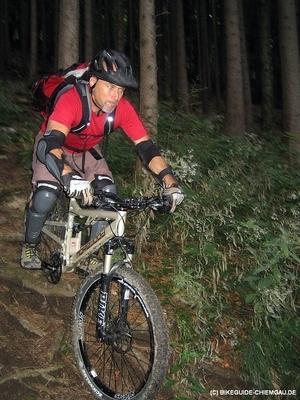 Ruppige Wurzelpassage / Bikeguide-Chiemgau.de - (Mountainbike, Übungen, downhill)