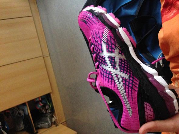 Mein derzeitiger Hallenschuh (Laufschuh) bin sehr zufrieden mit diese Modell^^ - (Sport, Sportausrüstung, Schuhe)
