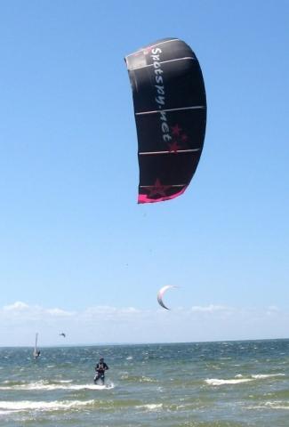- (Wassersport, Windsurfen, Kitesurfen)