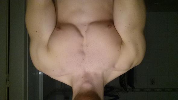 Angespannt - (Fitness, Brustmuskeln, Asymmetrie)