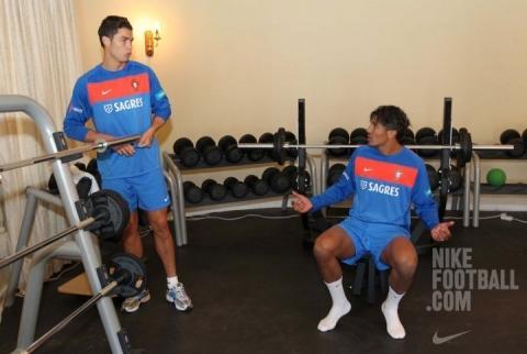 - (Training, Fussball, Fitness)