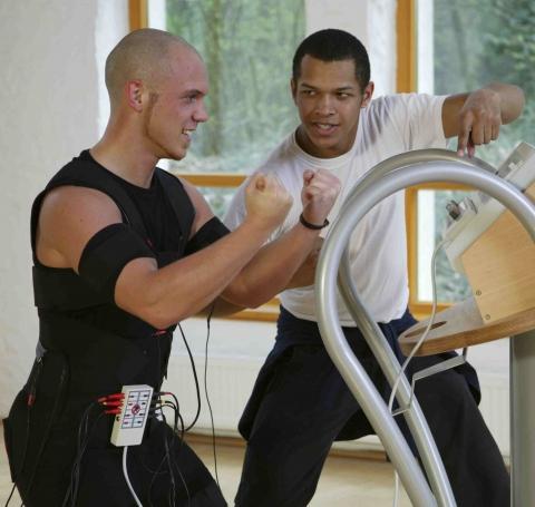 Training am Body Transformer - (Muskelaufbau, abnehmen, rückenschmerzen)