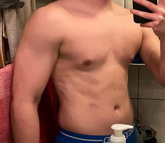 - (Krafttraining, Muskelaufbau, Fitness)
