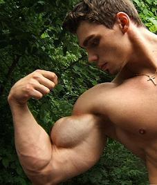 Kann ich Fett an den Oberarmen durch Krafttraining in Muskeln umwandeln?