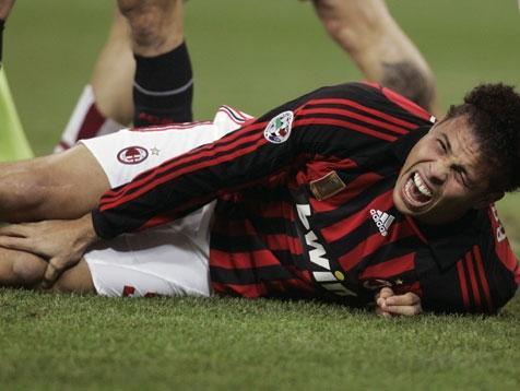 Was ist gefährlicher/verletzungsanfälliger- Fußball oder Handball?