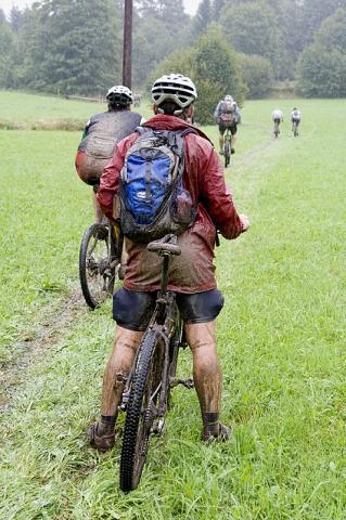 Bilduntertitel eingeben... - (Mountainbike, Sportbekleidung, wasserdicht)